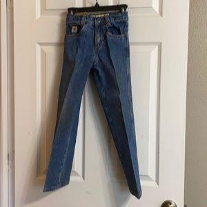 - Cinch, blue denim jeans. 6S